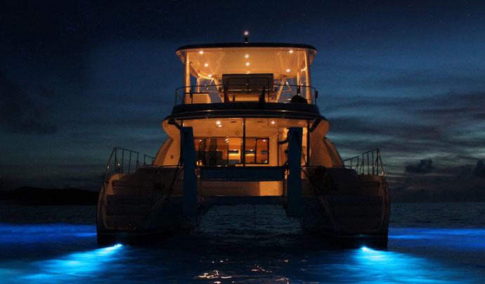 salida catamarán con cena